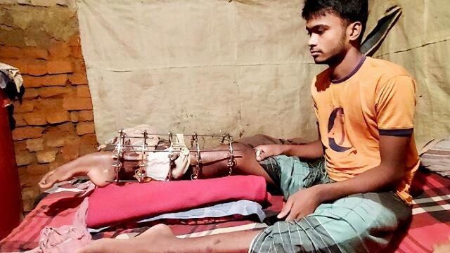 অর্থাভাবে সুচিকিৎসা পাচ্ছে না রাজমিস্ত্রী মোমিন