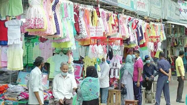 রাজশাহীতে লকডাউন ভেঙে মার্কেট খুললেন ব্যবসায়ীরা